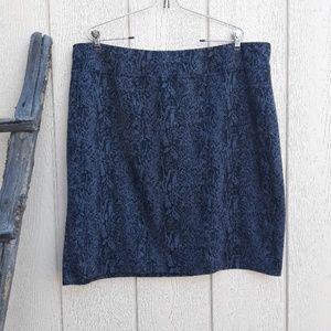 Pencil skirt snake print gray and black size 3X